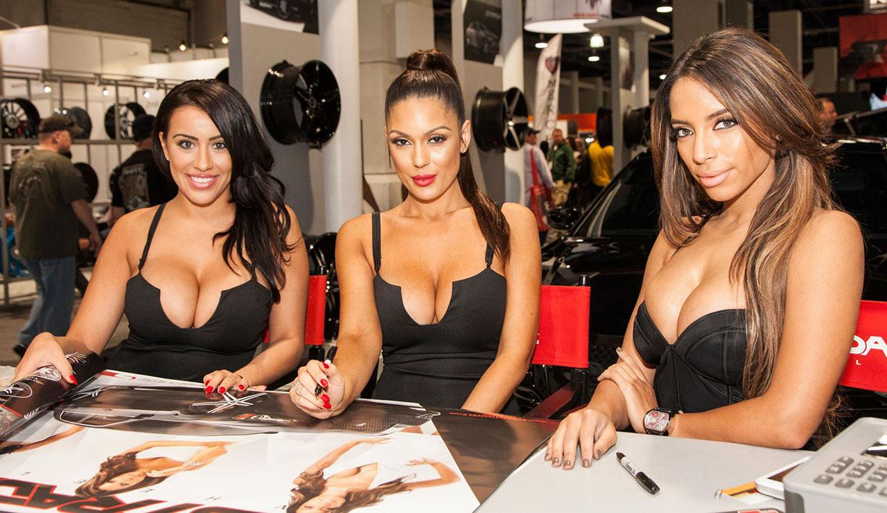 Девушки упаковщицы на выставке FachPack-2021